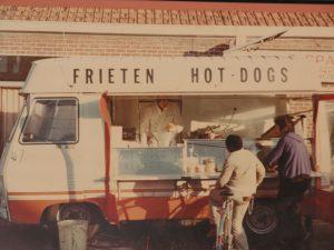Frieten anno 1978 op het Spanjeplein te Koekelare, catering Lebleu